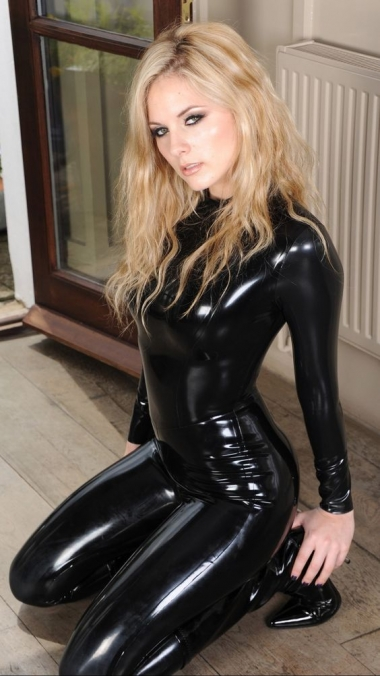 Girl Of The Day - Buysellmoto 911-7928