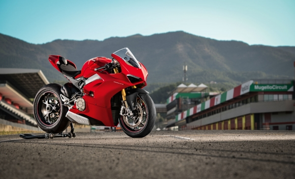 DUCATI PANIGALE V4 ARRIVES IN SHOWROOMS