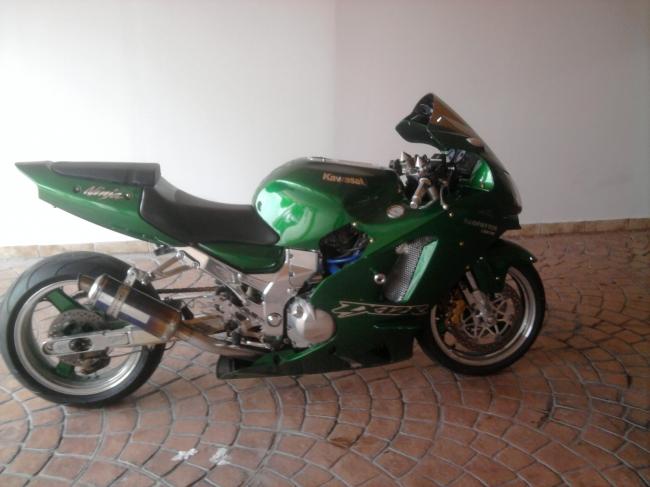 2003 Kawasaki ZX12R | Photo by BikeFinder.co.za